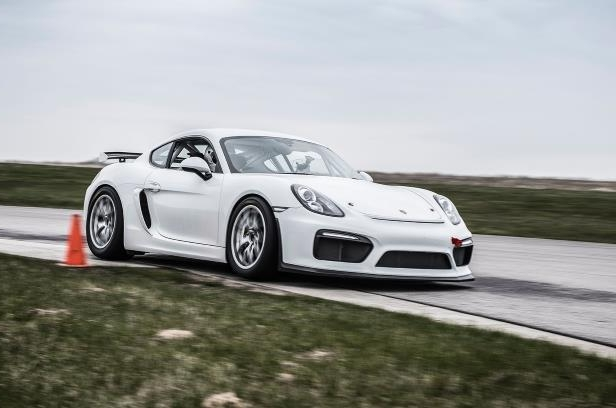 Porsche Cayman GT4 Clubsport let loose on track