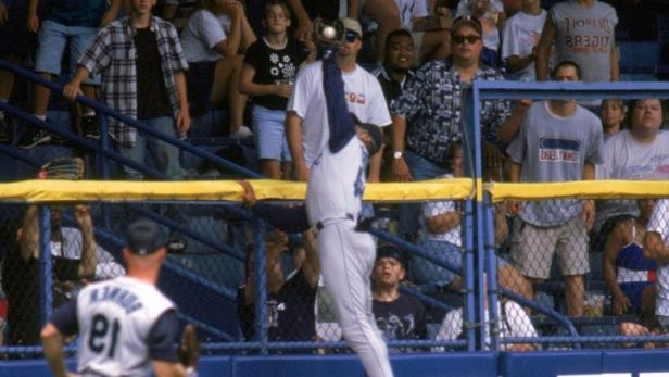 25094b9df4 DETROIT - AUGUST 9: Ken Griffey Jr. of the Seattle Mariners jumps and robs