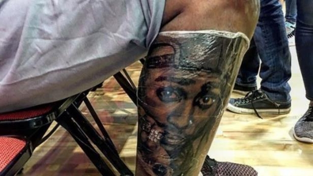 70e3ba160dfd Sport  Kevin Durant got a tattoo of Tupac s face on his leg in Las ...