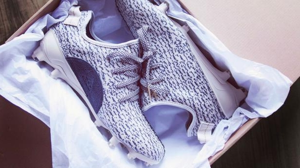dea45944af0f Sport: DeAndre Hopkins gets Yeezy cleats from Kanye West - PressFrom ...