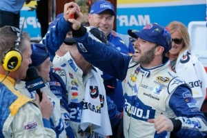 Johnson's win leaves 3 spots up for grabs in NASCAR playoffs
