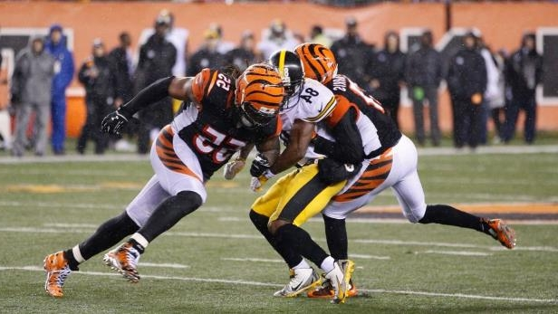 best service 404b0 3384b Sport: Antonio Brown would 'definitely' aim for Vontaze ...