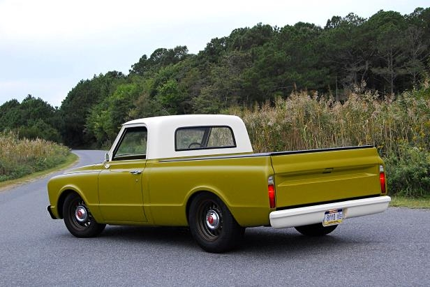 Enthusiasts: Thise 1967 GMC Fleetside Has the Right Look