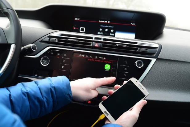 Cars: What is MirrorLink? Guide to the car smartphone hook