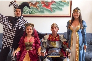 Wedding: Reddit loves this annual family photo and this stubborn dad
