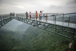 Don't look down: Glass-bottom skywalk thrills in China