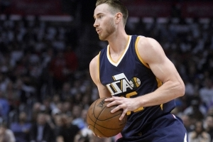 Report: Hayward could take slight pay cut to help Celtics