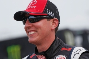 Kyle Busch earns Kentucky pole with track-record speed