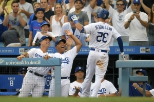 Dodgers beat Royals 5-4 for 60th win before All-Star break