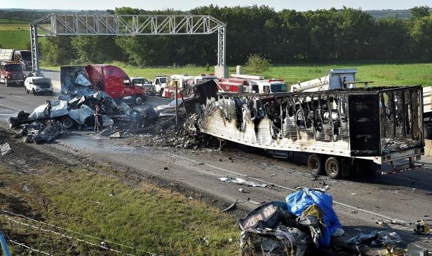 US: 5 die in fiery, 6-vehicle pileup on I-70 in Kansas