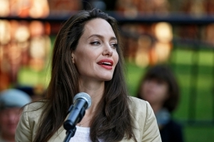 Bell's Palsy: Jolie's facial paralysis explained