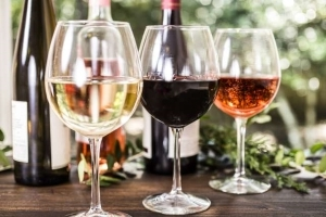 7 Popular Wine Myths, Debunked