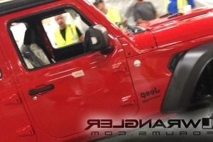 Completely uncovered 2018 Jeep Wrangler reveals evidence for folding windshield