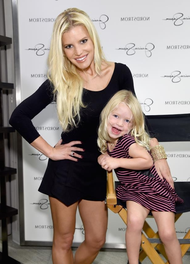 4a958555 Entertainment: Jessica Simpson fans freak out over her lookalike ...