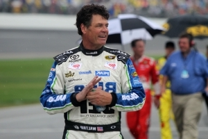 Michael Waltrip 'can't stop thinking' about family he met in Las Vegas before deadly shooting