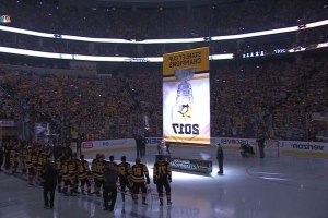 Pittsburgh Penguins raise second consecutive Stanley Cup banner in home opener