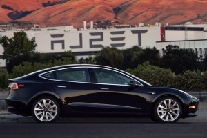 Tesla falls behind on Model 3 deliveries