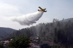 Portugal steps up wildfire response as warm weather persists