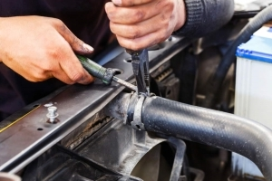 How to Replace a Coolant Hose in 10 Steps