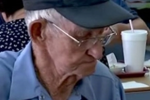 93-Year-Old Georgia Man Eats Lunch with a Photo of His Late Wife Every Day