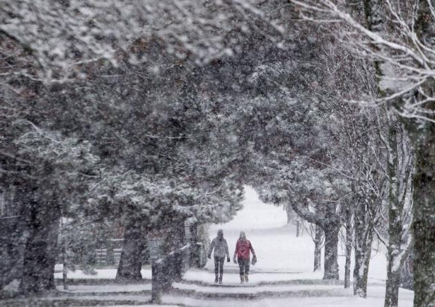 White Christmas In Canada.Canada Farmer S Almanac Predicts White Christmas Warmer