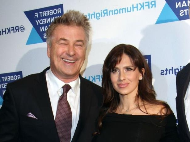 Diapositive 6 sur 8: Hilaria Baldwin et son mari Alec Baldwin à la soirée 'RFK Human Rights Ripple Of Hope Awards' à New York, le 6 décembre 2016