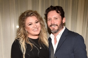 Kelly Clarkson Thought She Was 'Asexual' Before Meeting Husband Brandon Blackstock