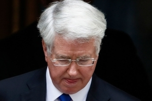 Fallon accused of trying to kiss junior reporter