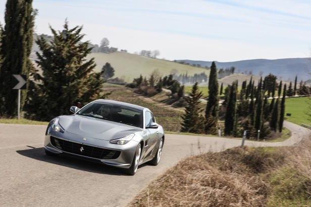 Slide 9 of 33: 2018-Ferrari-GTC4Lusso-T-front-view-in-motion.jpg