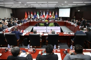 TPP trade deal talks reach critical point at Asia-Pacific summit