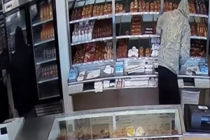 Alleged Thief Hands Out Doughnuts to Customers During Robbery