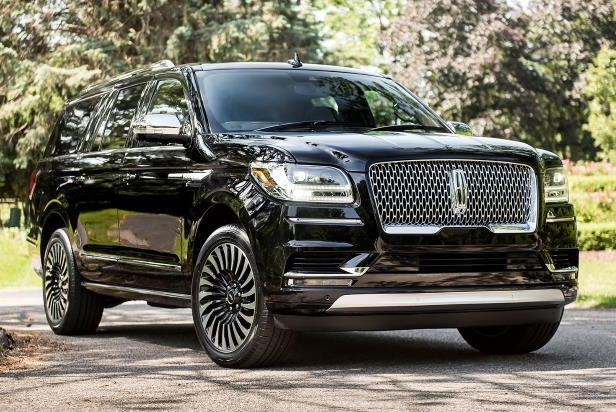 Slide 1 of 84: 2018-Lincoln-Navigator-Extended-Length-front-three-quarter-01-e1504044623649.jpg