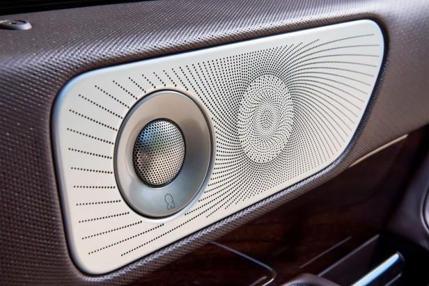 Slide 11 of 84: 2018-Lincoln-Navigator-Extended-Length-speaker-grille.jpg