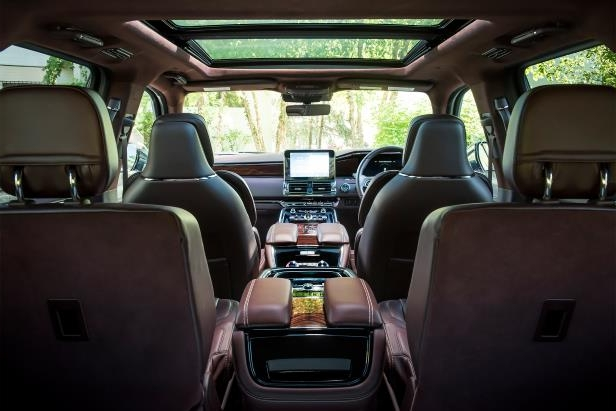 Slide 16 of 84: 2018-Lincoln-Navigator-Extended-Length-interior-overview.jpg