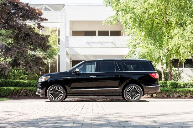 Slide 2 of 84: 2018-Lincoln-Navigator-Extended-Length-side-profile.jpg