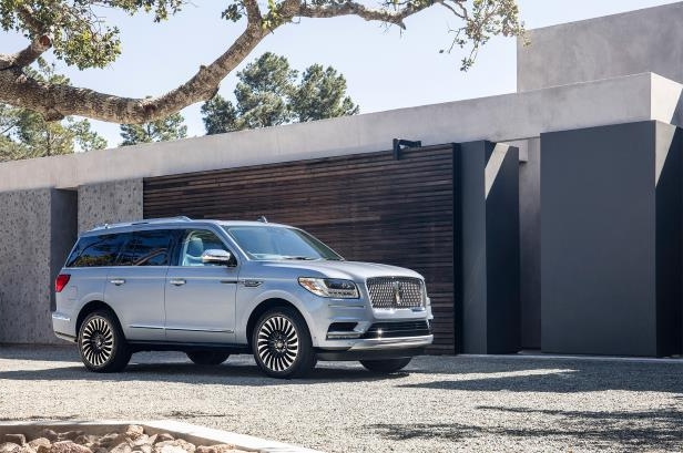 Slide 28 of 84: 2018-Lincoln-Navigator-front-side.jpg