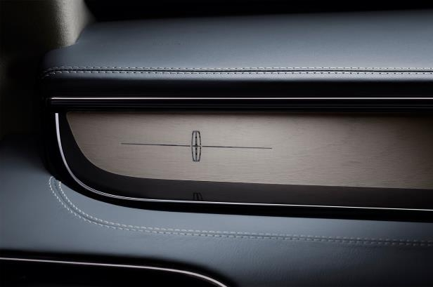 Slide 32 of 84: 2018-Lincoln-Navigator-interior-details.jpg
