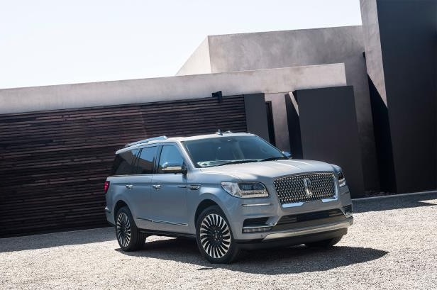 Slide 43 of 84: 2018-Lincoln-Navigator-front-three-quarter.jpg