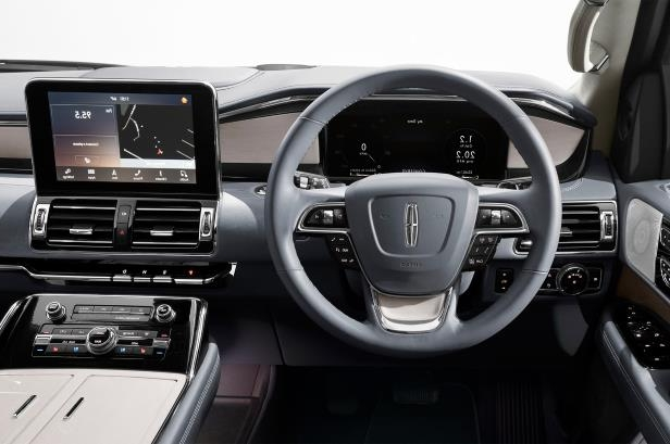 Slide 45 of 84: 2018-Lincoln-Navigator-cockpit.jpg