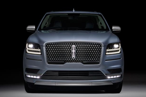 Slide 46 of 84: 2018-Lincoln-Navigator-front-end-headlights.jpg