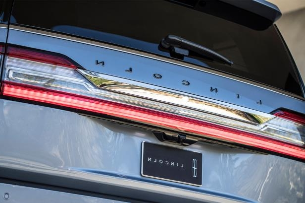 Slide 48 of 84: 2018-Lincoln-Navigator-rear-badge.jpg