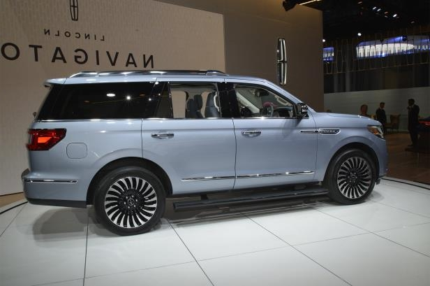 Slide 49 of 84: 2018-Lincoln-Navigator-side-profile-02.jpg