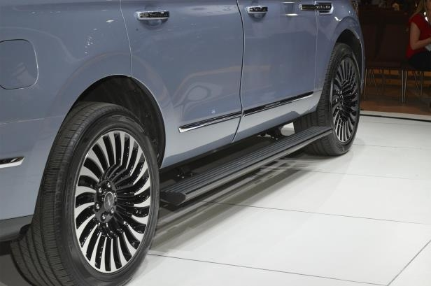 Slide 50 of 84: 2018-Lincoln-Navigator-wheels-1.jpg