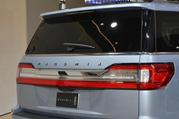 Slide 52 of 84: 2018-Lincoln-Navigator-rear-end-1.jpg