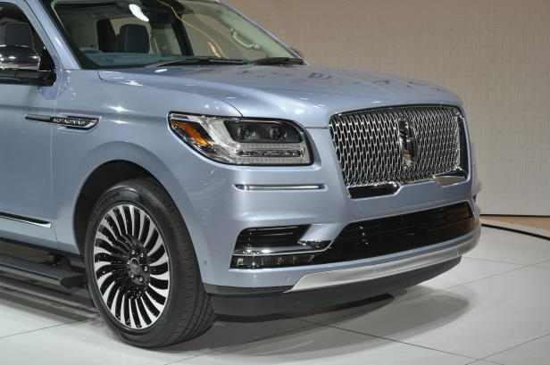 Slide 55 of 84: 2018-Lincoln-Navigator-front-end-03.jpg
