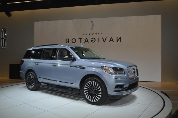 Slide 56 of 84: 2018-Lincoln-Navigator-front-three-quarter-01.jpg