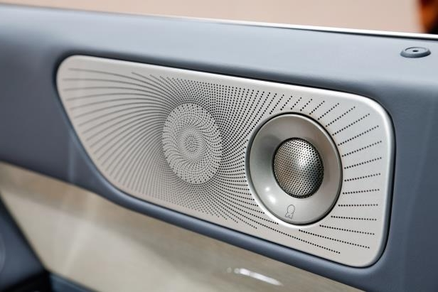 Slide 62 of 84: 2018-Lincoln-Navigator-speakers.jpg