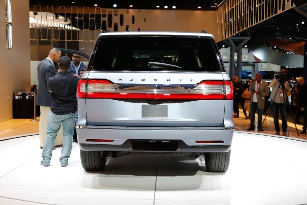 Slide 67 of 84: 2018-Lincoln-Navigator-rear-end.jpg