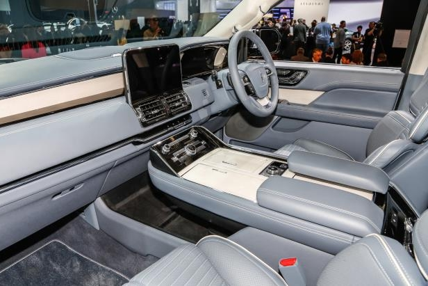 Slide 69 of 84: 2018-Lincoln-Navigator-interior.jpg