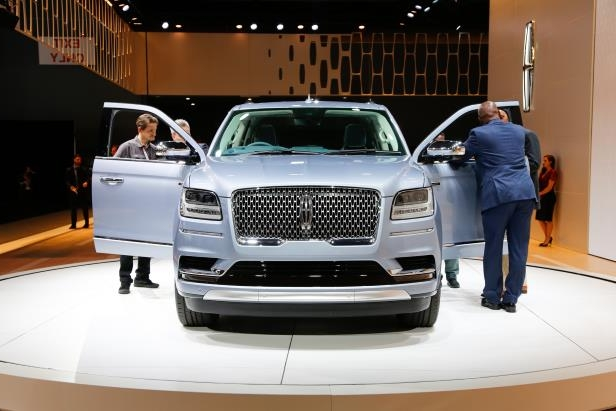 Slide 79 of 84: 2018-Lincoln-Navigator-front-end.jpg